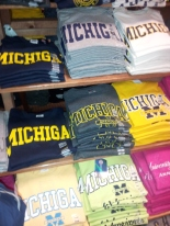 T-shirt sale at Campus Den